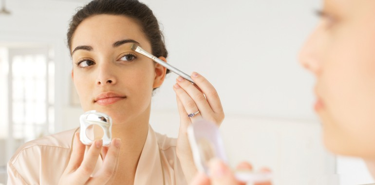 Eye Makeup Safety To Prevent Vision Damage